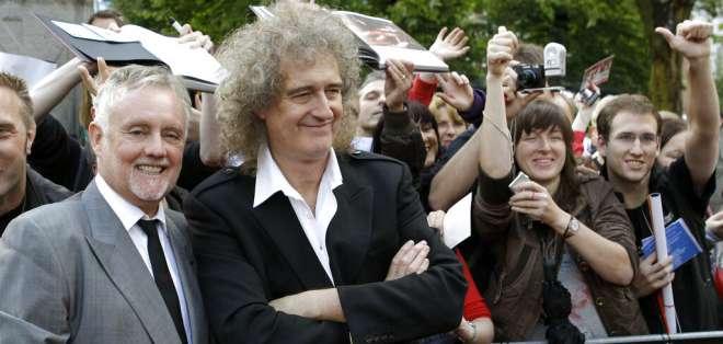 BERLÍN, Alemania.- Los miembros de Queen Roger Taylor, izquierda, y Brian May, durante un encuentro con fans en 2010. Foto: API.