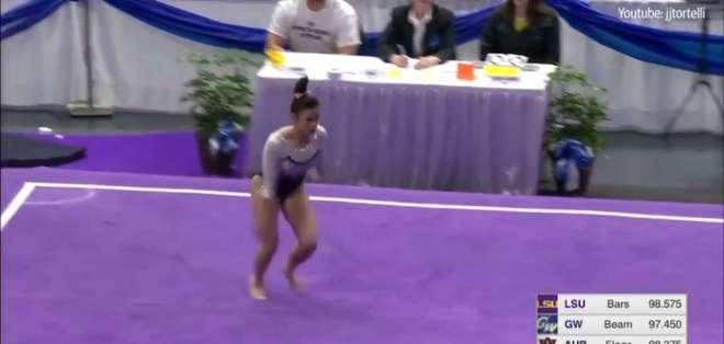 Una gimnasta se rompe las dos piernas en plena competencia. Foto: Captura de video