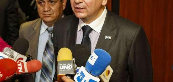 Exfiscal Carlos Baca Mancheno rindió versión por pedido de César Montufar. Foto: Archivo Fiscalía
