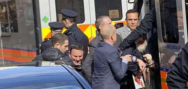 Assange dispuesto a cooperar con autoridades suecas. Foto: AP