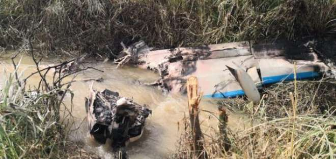 Avioneta tipo Cessna se accidenta en la vía La Troncal - Puerto Inca.