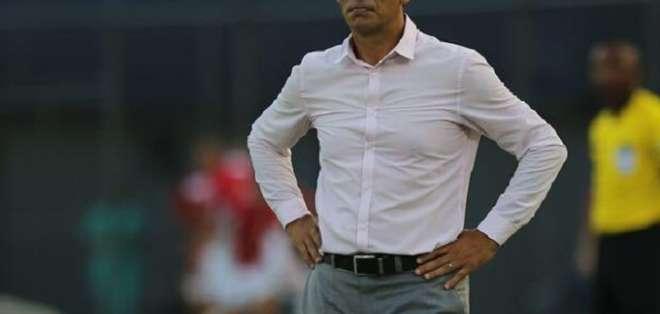 Fabián Bustos, entrenador de Delfín.