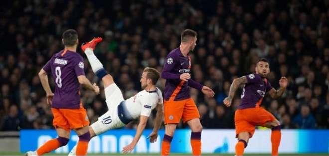 El City y Tottenham lucharon por un cupo a semis.