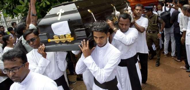 Funeral de una de las víctimas de un ataque suicida el Domingo de Pascua, en la Iglesia de San Sebastian en Negombo. Foto: AP