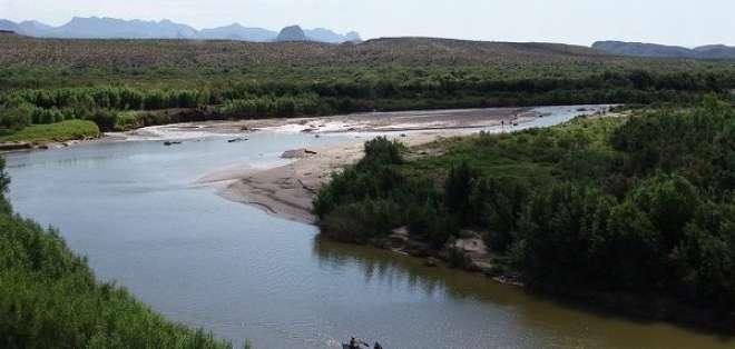 La noche del sábado 13 de abril, al menos 12 migrantes ecuatorianos saltaron al río Bravo escapando de un grupo narcodelictivo.