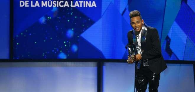 LAS VEGAS, EE.UU.- El artista marcó récord como finalista y también como ganador. Foto: AP.