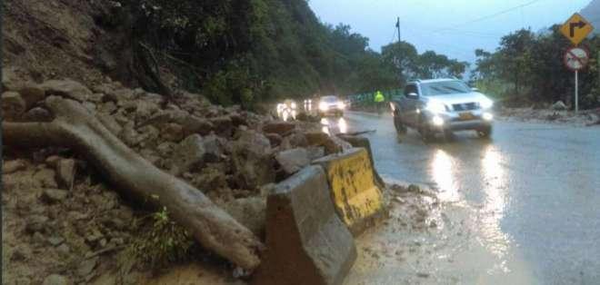 El tránsito fue habilitado parcialmente este jueves 25 de abril. Foto: Policía de Colombia