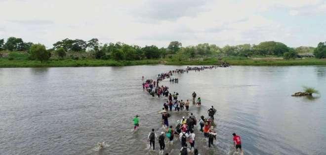 Más de 200 ecuatorianos del Austro migraron a EEUU.