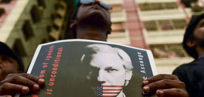 INGLATERRA.- El fundador de WikiLeaks podría ser sentenciado a 12 meses de prisión por ese delito. Foto: AFP