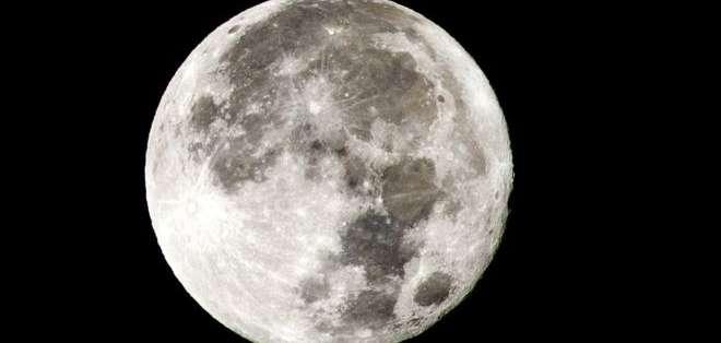 La Luna se aleja de la Tierra a razón de 3,8 cm por año. Foto: Getty Images