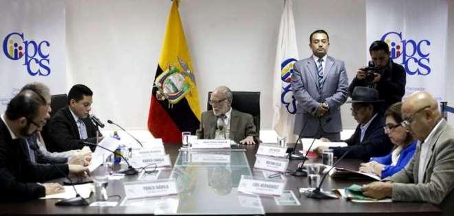 ECUADOR.- Julio César Trujillo y 6 consejeros más seguirán en funciones hasta posesión de electos. Foto: API