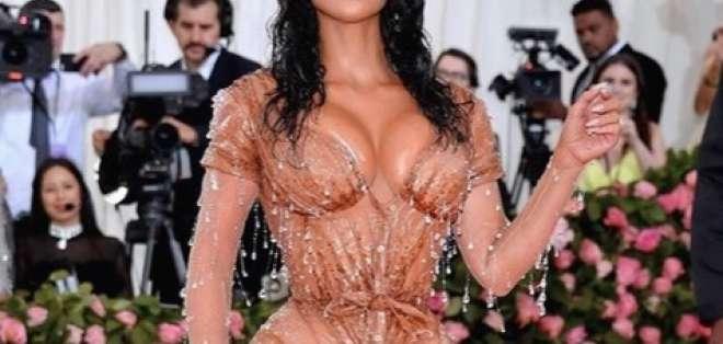 La imposible cintura de avispa de Kim Kardashian. Foto: IG