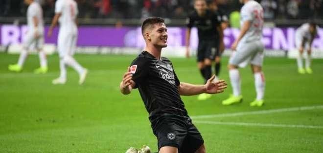 Jovic lleva 17 goles en la Bundesliga.