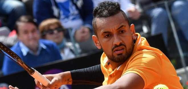 El australiano abandonó tras ser sancionado por el juez de silla al inicio del tercer set. Foto: ANDREAS SOLARO / AFP