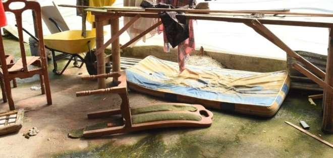 Operativo halló bates y esposas que habrían sido usados para torturar a los pacientes. Foto: Gobernación de Santo Domingo