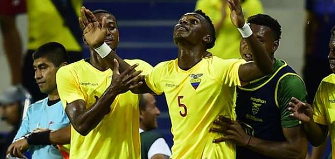 Jugadores de Ecuador, celebrando un gol.
