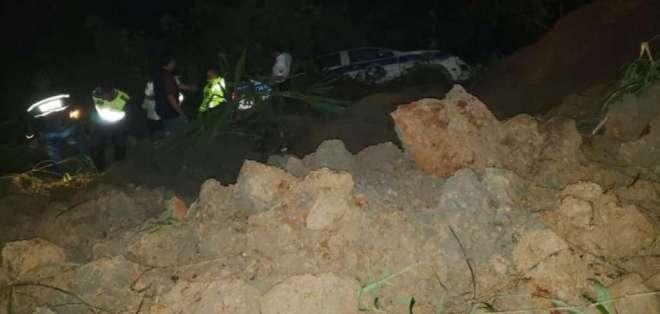 Cerca de las 9h40, equipos de rescate confirmaron el fallecimiento del hombre. Foto: Cortesía