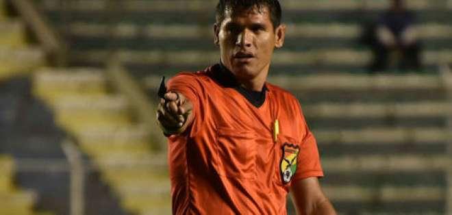 Víctor Hugo Hurtado se desplomó en el 49' del duelo entre Always Ready y Oriente Petrol. Foto: Tomada de http://www.la-razon.com