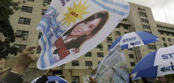 Kirchner tiene 12 causas abiertas por corrupción y 5 pedidos de prisión preventiva. Foto: AFP