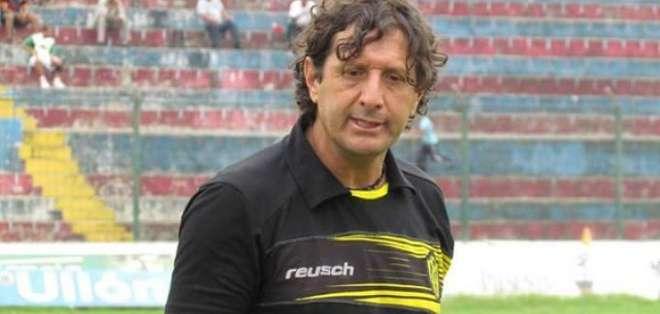 Raúl Duarte, ahora ex entrenador de Fuerza Amarilla.