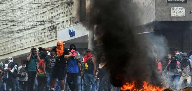Manifestantes aseguran que régimen busca privatizar los servicios de educación y salud. Foto: AFP