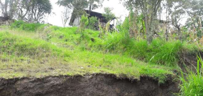 Amplias grietas se han formado en Gualaceo. Foto de @eltiempocuenca
