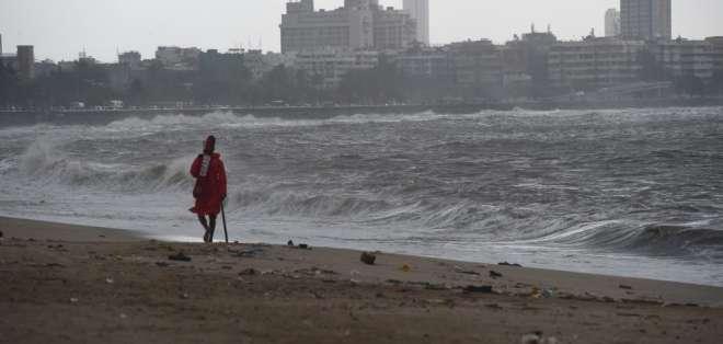 La tormenta Vayu se dirige al oeste de India. Foto: AFP