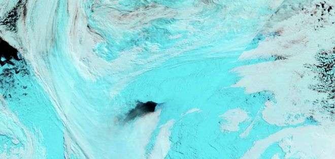 Dos grandes polinias o agujeros en el hielo fueron detectados en el Mar de Weddell por la NASA.