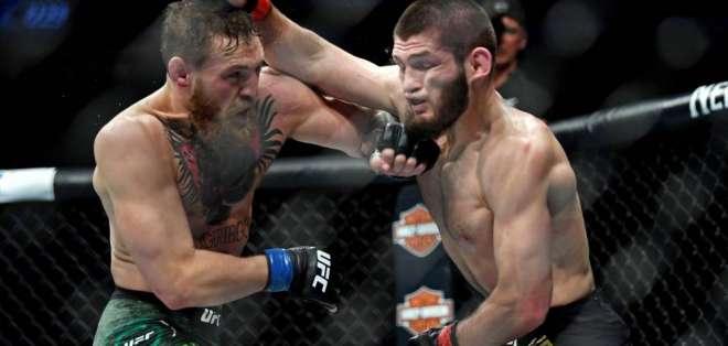 Khabib Nurmagomedov en plena pelea ante Connor McGregor.