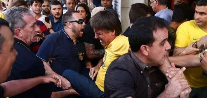 Juez decidió que  hombre que acuchilló a Jair Bolsonaro sea internado en un manicomio. Foto: Archivo / liberapensado