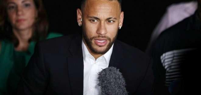 Neymar dio declaraciones en un presunto caso de violación.