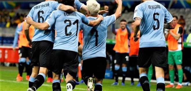 Uruguay festeja el tanto de Nicolás Lodeiro. Foto: Twitter Uruguay.