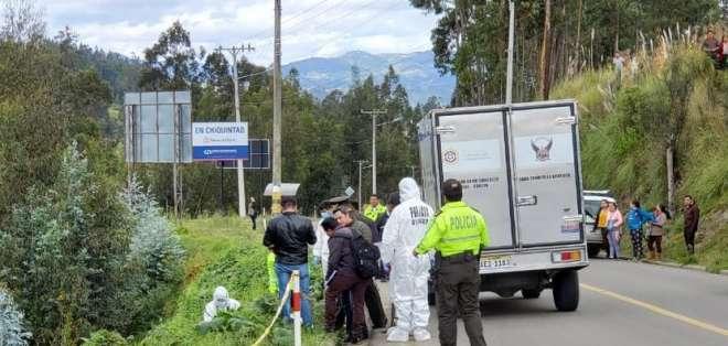 CUENCA, Ecuador.- Los agentes encontraron el cadáver envuelto en una sábana. Foto: Twitter