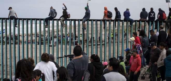 Trump demora expulsión de inmigrantes no autorizados de EEUU. Foto: AP