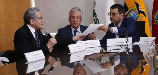 El presidente del Consejo Directivo del IESS, Paúl Granda, admitió el desabastecimiento de medicinas. Foto: API