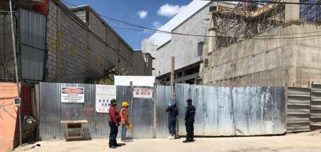 4 heridos tras accidente en construcción de centro comercial en Quito. Foto: AMT