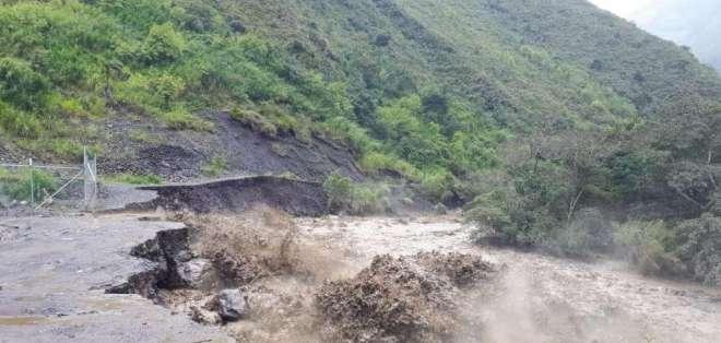 El mal clima ha dejado vías destruidas y 600 familias aisladas. Foto: Cortesía