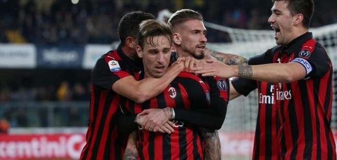 Jugadores del Milan festejan uno de los tantos.