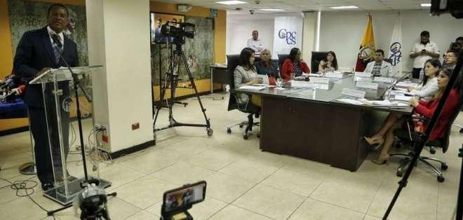 Consejo de Participación recibió a 3 constitucionalistas a favor de reconsiderar resoluciones. Foto: API