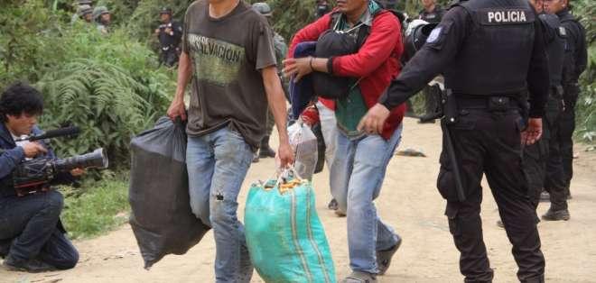 Hasta el momento, más de 2.000 personas han desalojado la zona. Foto: Ministerio del Interior
