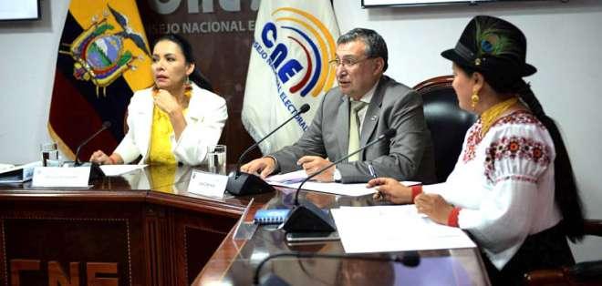 ECUADOR.- Diana Atamaint, José Cabrera y Esthela Acero deberán pagar una multa de $7.880 cada uno. Foto: Archivo