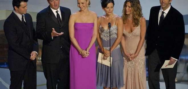 Los actores de la serie durante los Premios Emmy del 22 de septiembre del 2002. Foto: AP