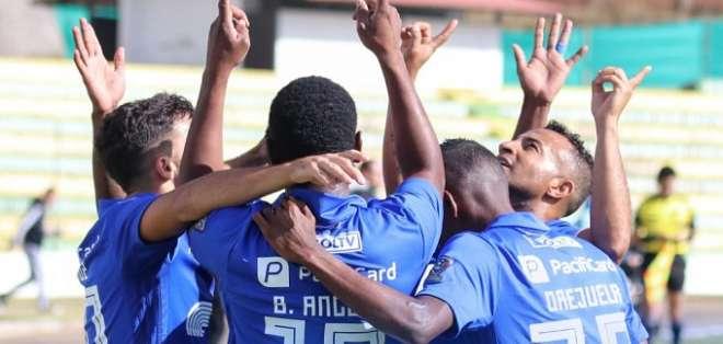 Jugadores de Emelec celebran el triunfo. Foto: Twitter Emelec.