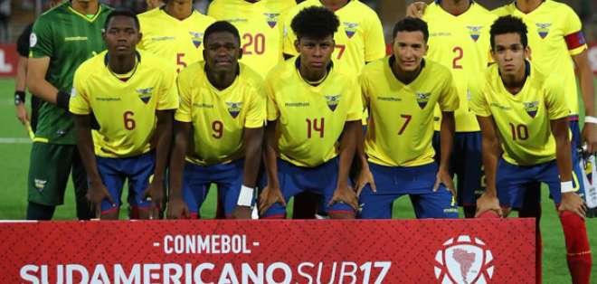 Jugadores de la selección ecuatoriana sub 17.