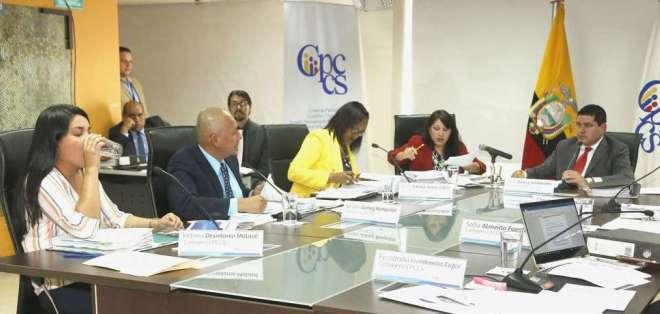 QUITO, Ecuador.- José Tuárez (d), Rosa Chalá, Walter Gómez y Victoria Desintonio enfrentan además denuncias penales. Foto: API