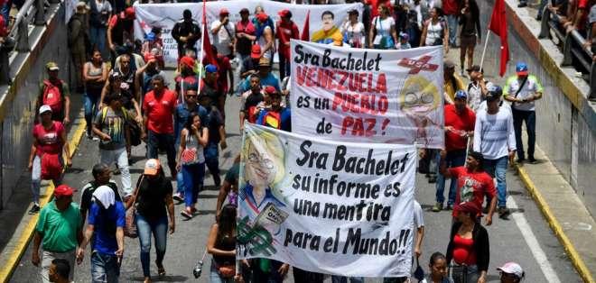 """CARACAS, Venezuela.- """"El informe de Bachelet es una traición"""" señalaron algunos coidearios de Maduro. Foto: AFP"""