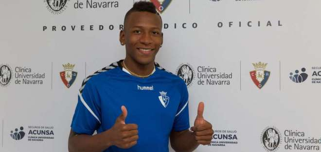 El lateral ecuatoriano fue presentado oficialmente en el elenco español. Foto: Tomada de @CAOsasuna