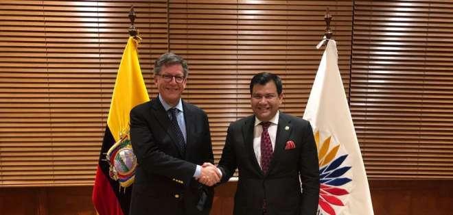José Miguel Vivanco, de HRW, también se reunió con el presidente de la Asamblea, César Litardo. Foto: HRW