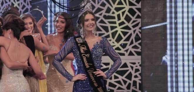 Cristina Hidalgo, tras ser coronada como la nueva reina de la belleza nacional. Foto: Franklin Navarro / Ecuavisa