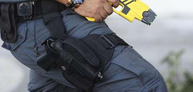 El uso de los dispositivos eléctricos ha sido cuestionado por grupos de derechos humanos. Foto referencial / AP